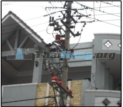 http://thaihung.org/uploads/useruploads/thaihung_org/chong-set-lan-tram-bien-ap-chong-set-van-loza-thai-lan-chong-set-loza-chong-set-loza-gan-cot-dien-ha-the.jpg